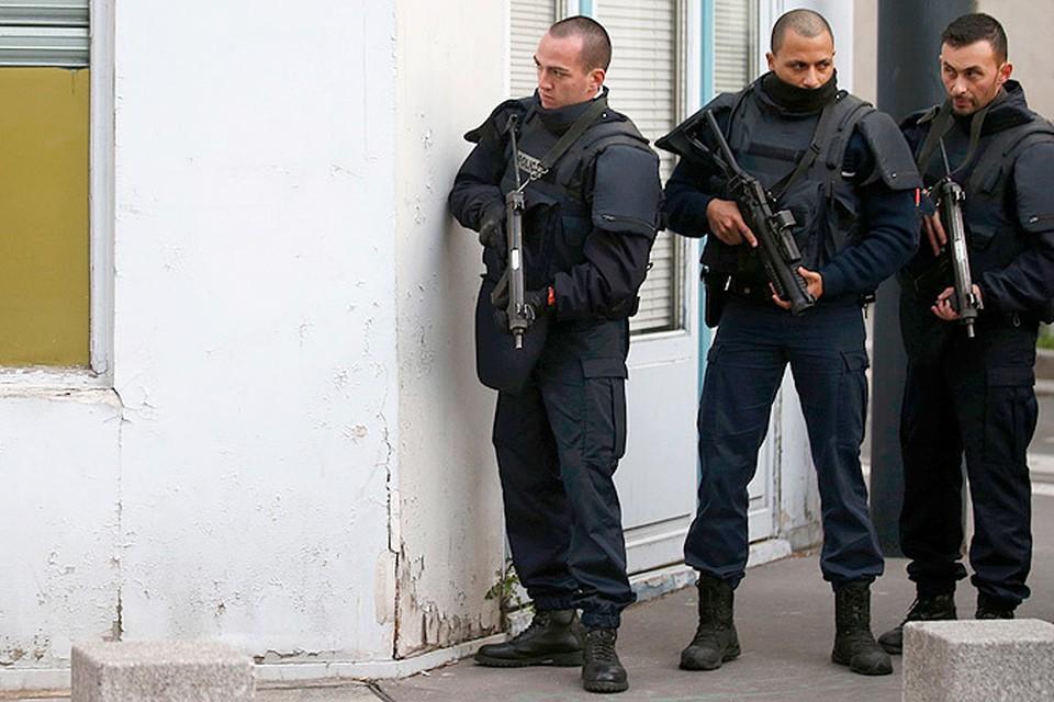 Во время проведения спецоперации в парижском районе смертница покончила собой
