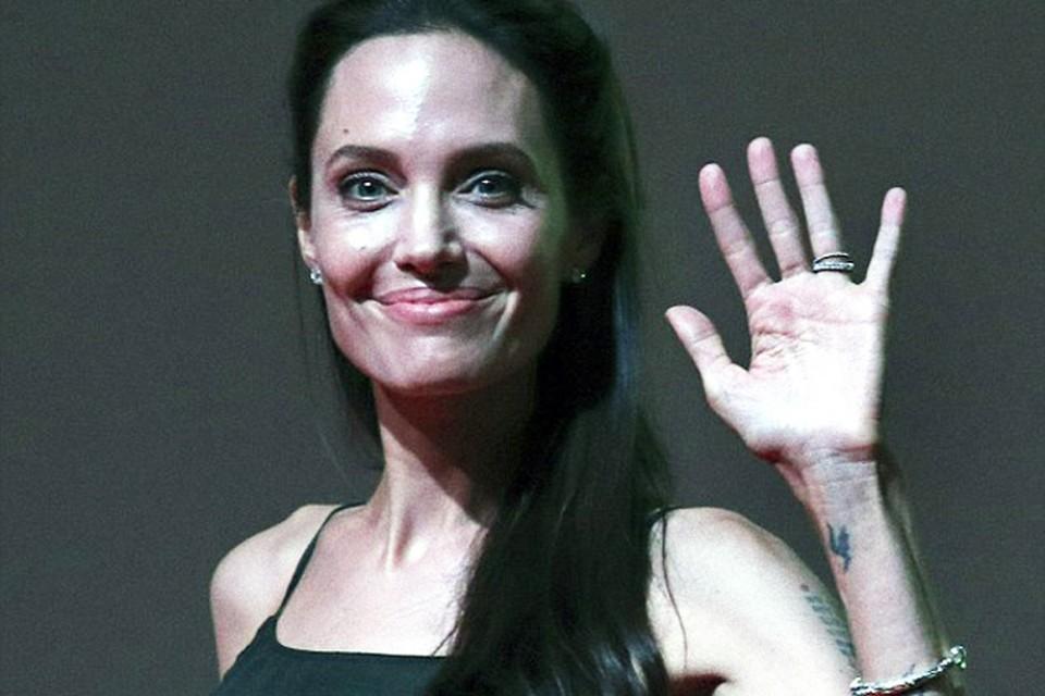Анджелина стала главной звездой кинофестиваля в Камбодже. Фото: EAST NEWS.