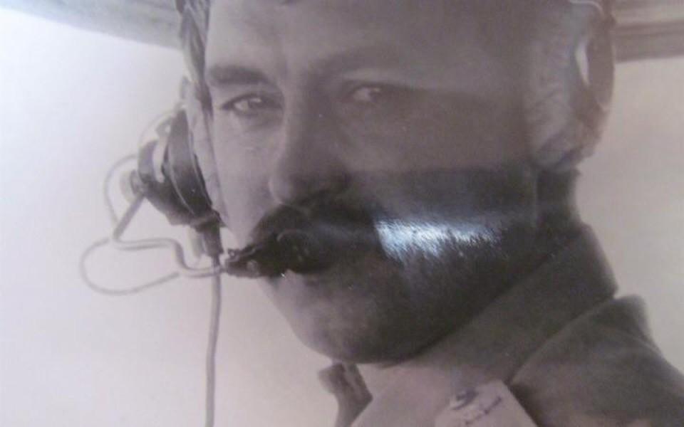 Стать пилотом Константин Парикожа хотел с детства, чтобы быть похожим на отца (на фото)