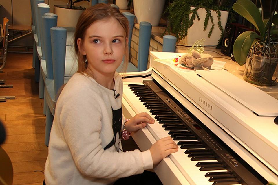 Присутствовала на презентации и восьмилетняя дочь Александра Абдулова Женя