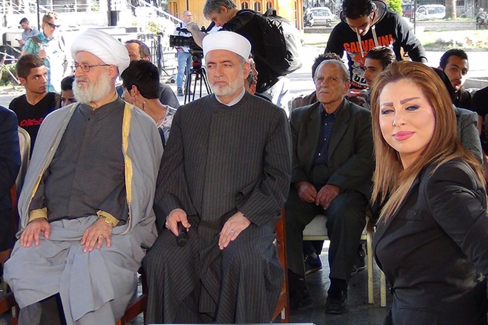 Первый сирийский телеканал собрал под столетним платаном в парке Латакии «Аль Аруба» небольшой круглый стол с участием представителей разных религиозных течений