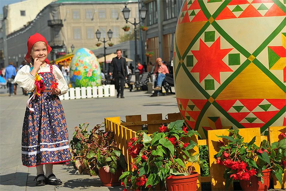 2015 год. Ярмарка 'Продукты и подарки к Пасхе', открывшаяся в рамках фестиваля 'Пасхальный дар'.