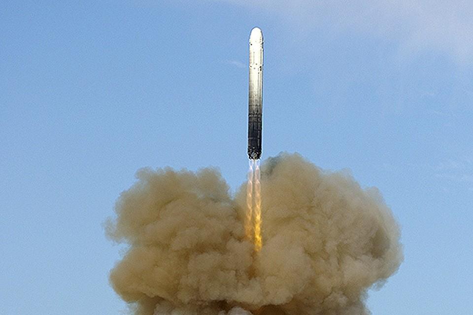 Еще пару лет назад замминистра обороны РФ Юрий Борисов сообщил о том, что новая ракета «Сармат» не имеет ограничения в направлении боевого применения, - «она сможет поражать цели по траекториям, проходящим через оба полюса планеты». А вот этого, оказывается, США не ждали.
