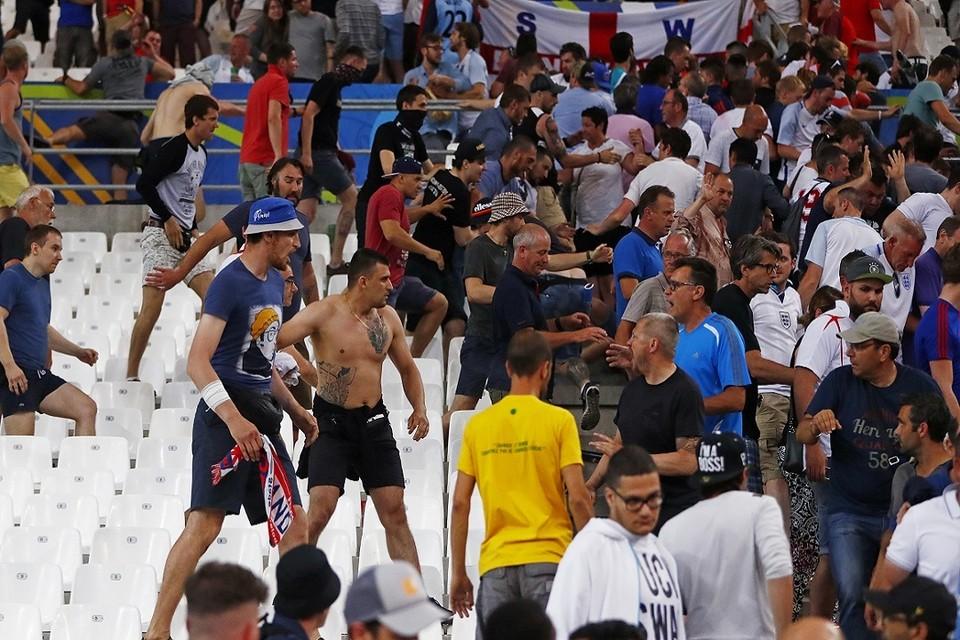 После матча России и Англии началась драка болельщиков