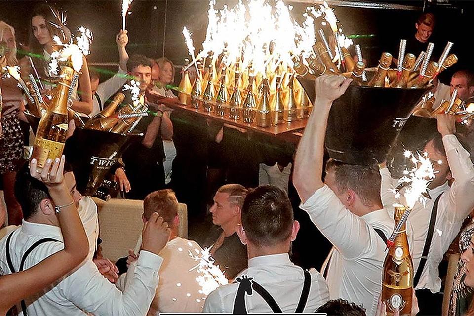 В клубе, где происходила вечеринка, отказались поделиться подробностями. ФОТО Facebook