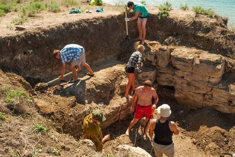 Экспедиция обнаружила нетронутые древние могилы, которым более 1500 лет. Фото: Фонд Археология