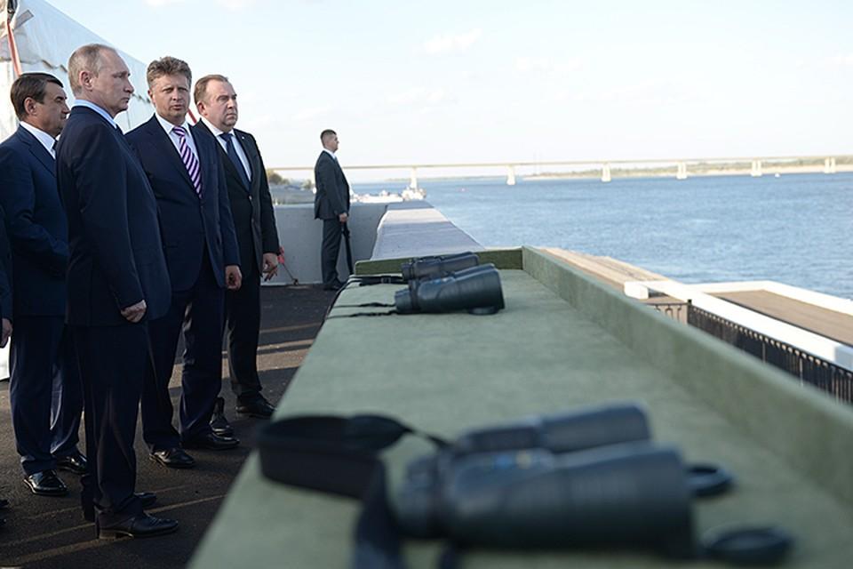 Владимир Путин, прилетев в Волгоград, отправился на городскую набережную. Фото: Алексей Никольский/ТАСС