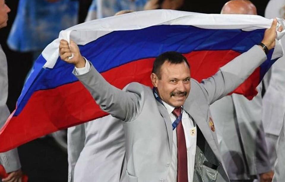 Флаг России на церемонии открытия нес Андрей Фомочкин. Фото: twitter.com