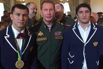 Абдулрашид Садулаев стал младшим сержантом, а Беслан Мудранов - старшим лейтенантом