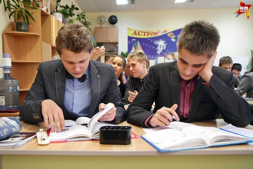 Изменения в школьных программах добавили головной боли родителям и школьным учителям.