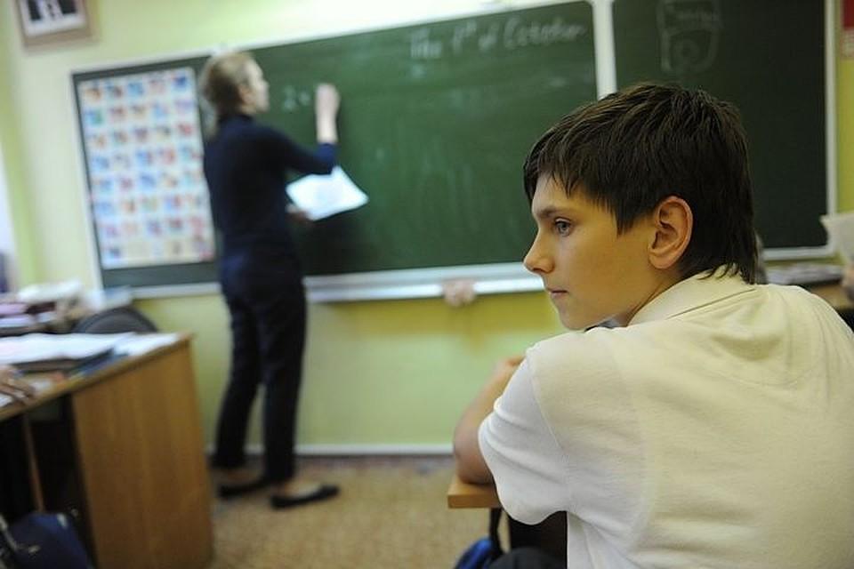 учительница заставила школьника трахнуть ее