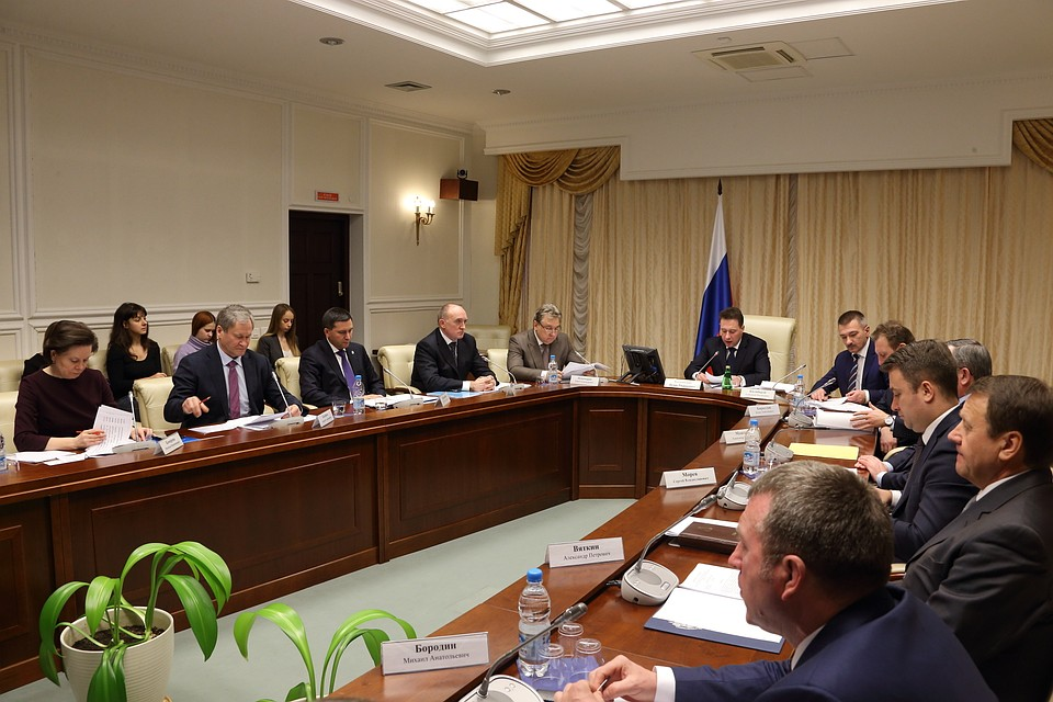 Главное контрольное управление Челябинской области выявляет  Губернатор Борис Дубровский работает в Екатеринбурге Фото пресс служба губернатора