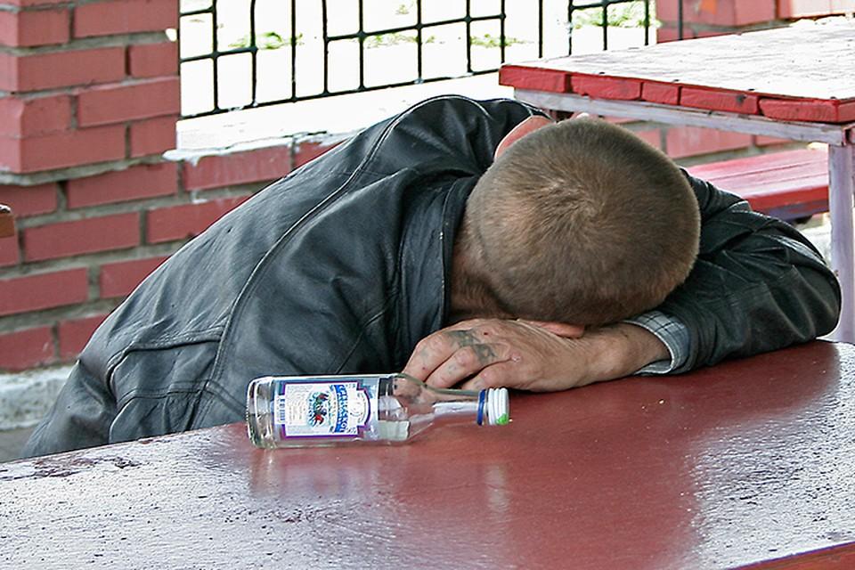 С 2014 года смертность от алкоголя снова пошла вверх, продолжает эксперт