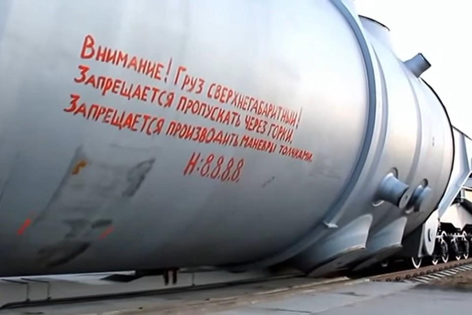 Вес корпуса реактора ВВЭР-1200 превышает 330 тонн, высота – 13 метров, диаметр 4,5 метра. Фото: кадр из видео Белорусской АЭС.