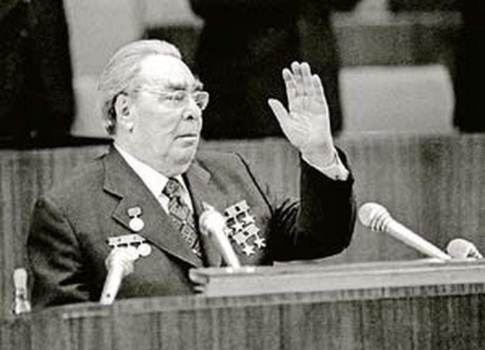 Ордена и медали Леонида Ильича, которые он так любил, семья Брежневых сдала в госхранилище.