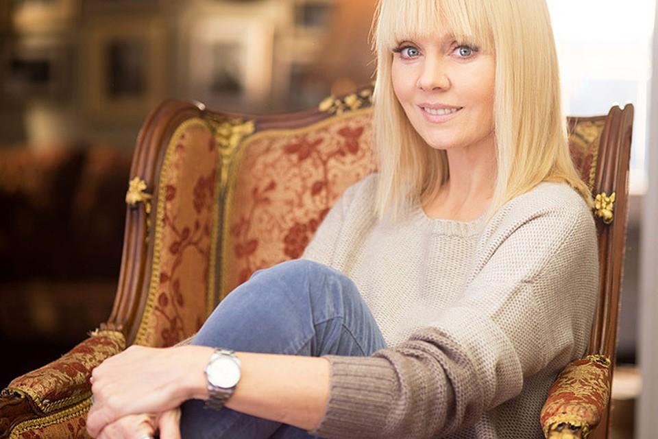 Певица рассказала свою личную историю о побоях в семье, которая произошла в 90-х годах