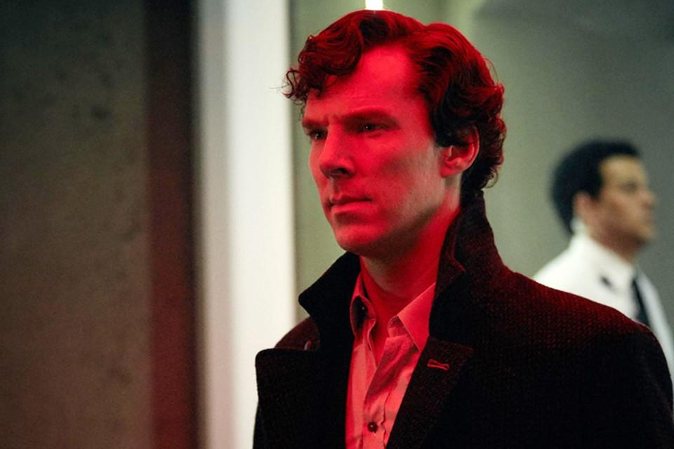 Самые преданные фанаты «Шерлока», отрастившие дедукцию не хуже, чем у Холмса, предполагают, что в сеть попала лишь одна из версий финального эпизода. И на самом деле существуют две или даже три альтернативные концовки сериала
