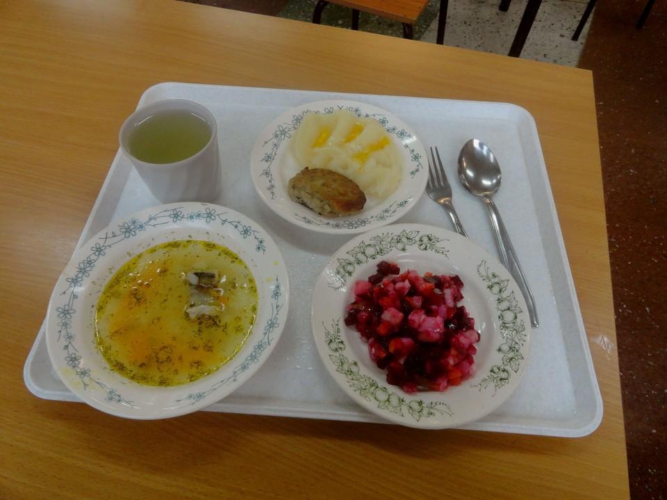 Питание в ульяновских школах вызывает много вопросов у детей и родителей.