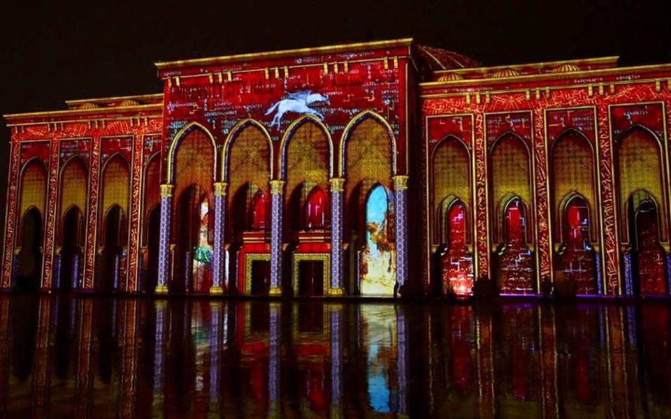 Все самые красивые здания Шарджи в эти дни светятся! Фото: Sharjah Tourism Authority, facebook.com/sctda