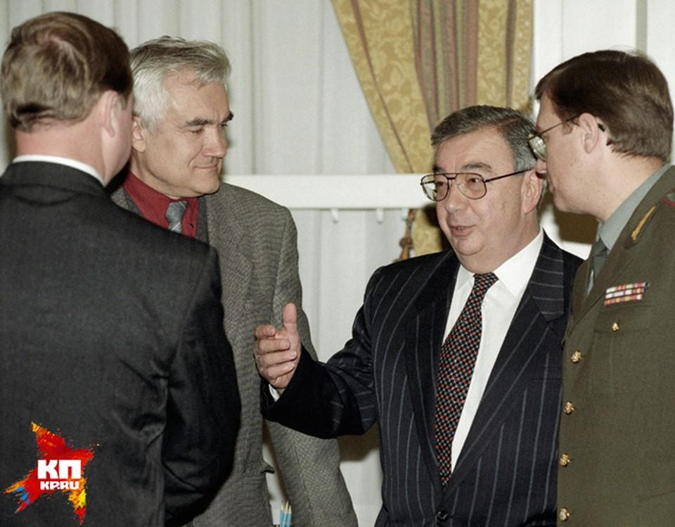 С 26 декабря 1991 по январь 1996 года Евгений Примаков — директор Службы внешней разведки России