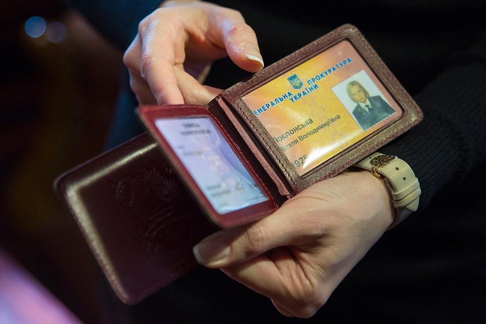 Удостоверение сотрудника органов прокуратуры Украины, где Поклонская работала с 2002 по 2014 годы. Фото: Руслан Шамуков/ТАСС