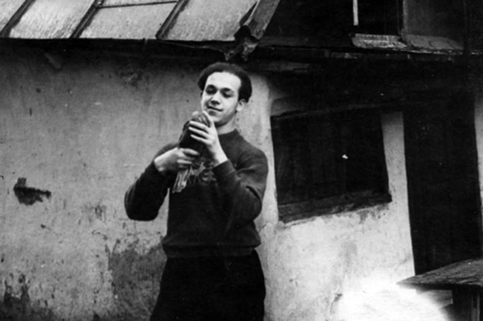 Первые годы своей жизни певец прожил на Донбассе