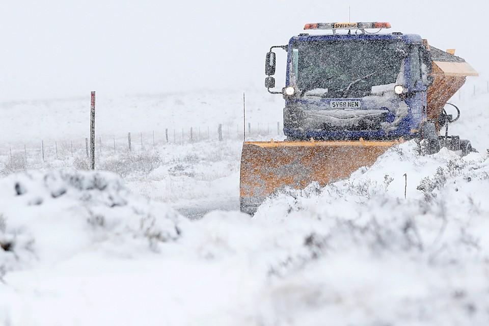 Север Великобритании завалило снегом