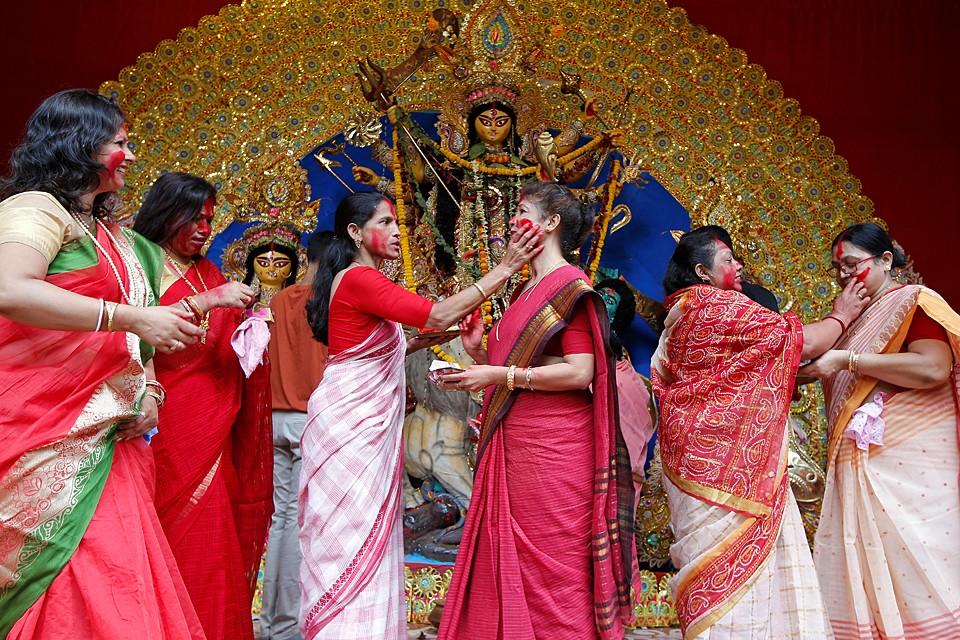 В Индии прошел восьмой заключительный день празднование Дурга-пуджи — торжества в честь богини-матери