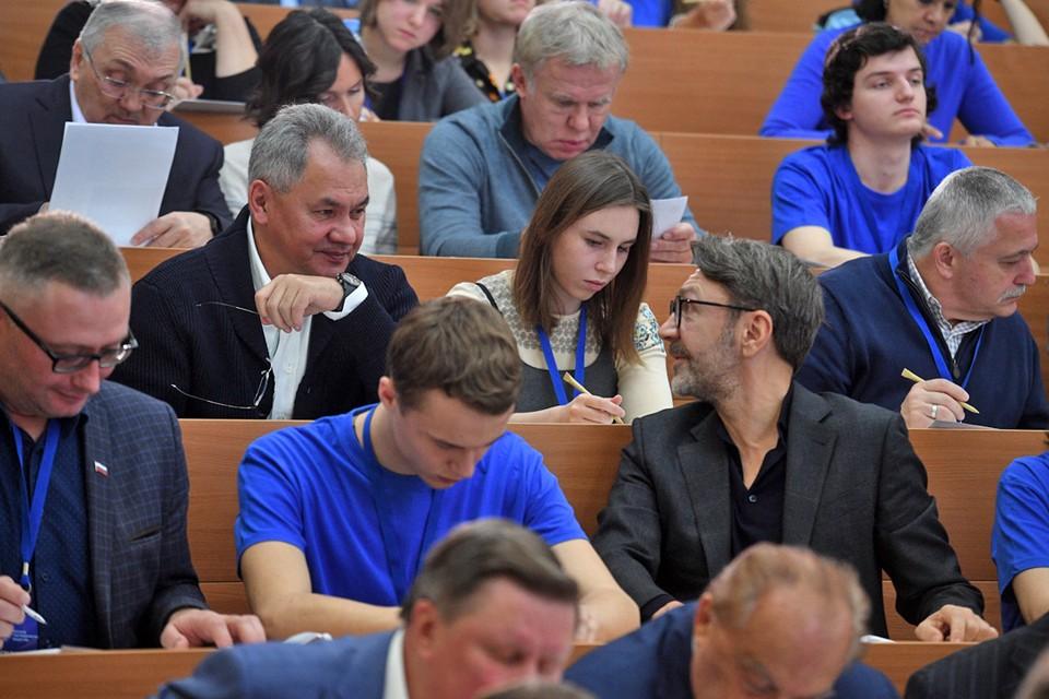 27 октября состоялась международная акция Географический диктант. На главной площадке в МГУ тест на знание географии писали министр обороны России Сергей Шойгу, известные политики, спортсмены и артисты.