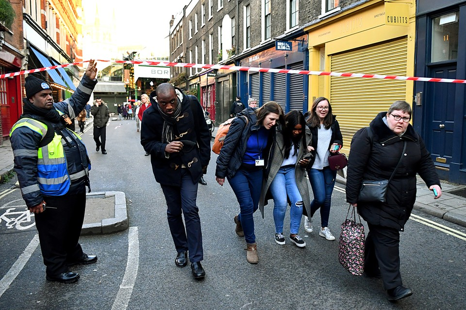 Британская полиция задержала виновника инцидента на Лондонском мосту, в результате которого получили ранение несколько человек