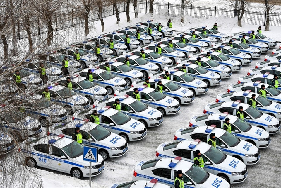 В Кузбассе 97 новых машин пополнили автопарк Госавтоинспекции. Автомобили поступили в Кемерово, Новокузнецк, Прокопьевск, Белово, Ленинск-Кузнецкий, Междуреченск, Киселевск, а также в другие города и районы.Фото: ГУ МВД по Кемеровской области