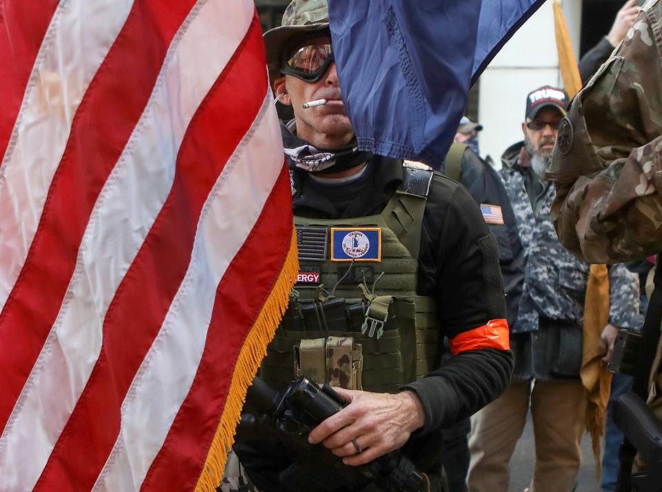 В штате Вирджиния недовольные новыми поправками в закон об обороте оружия вышли протестовать.