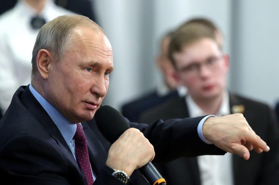 Президент России Владимир Путин встретился с общественниками в Череповце.