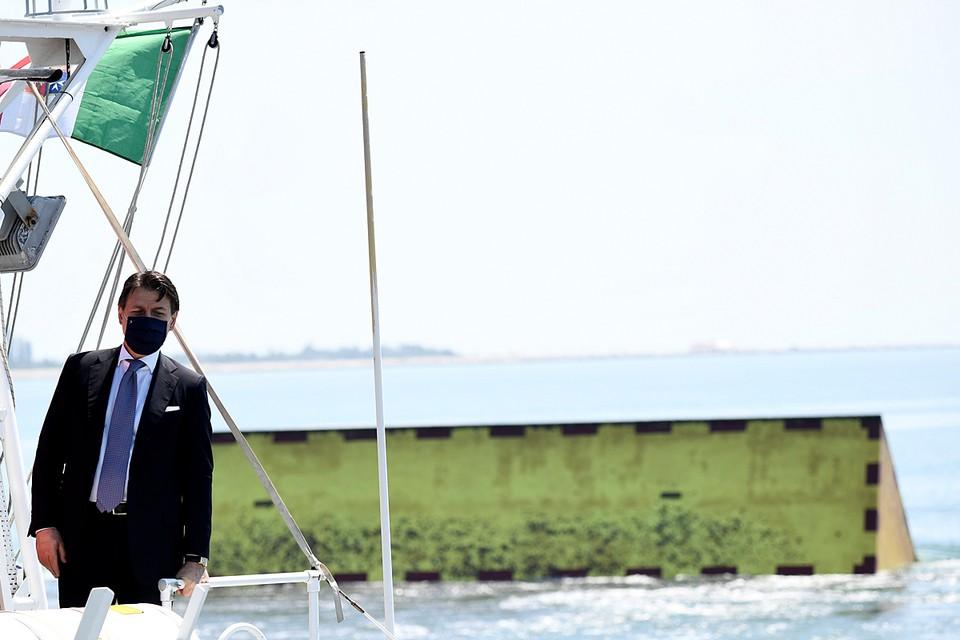 """В Венеции прошел пробный запуск системы подводных барьеров """"Моисей"""" для защиты города от наводнений"""