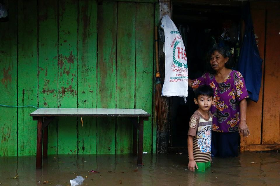Дождь, обрушившийся на столицу Индонезии Джакарту привел к затоплению ряда районов столицы
