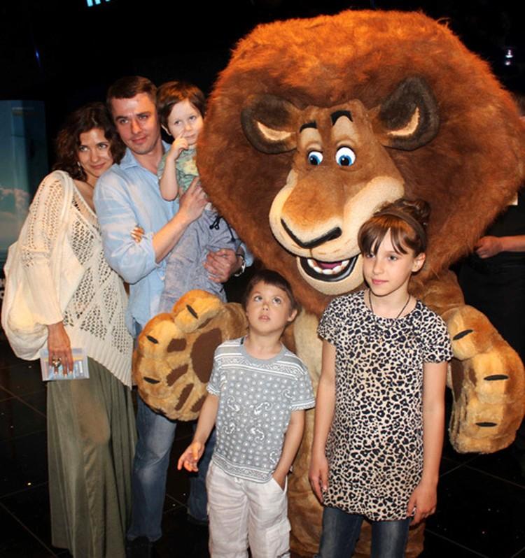У Екатерины Климовой есть трое детей от предыдущих браков: девятилетний Матвей и семилетний Корней от Игоря Петренко и 13-летняя дочь Лиза от актера Ильи Хорошилова.