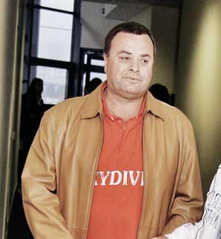 Отец певицы Владимир Фриске готов на все, лишь бы ему разрешили видеться с внуком.