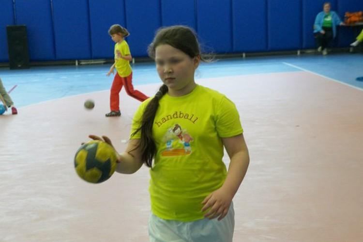 Диана играла в гандбол в школьной команде. Фото: соцсети