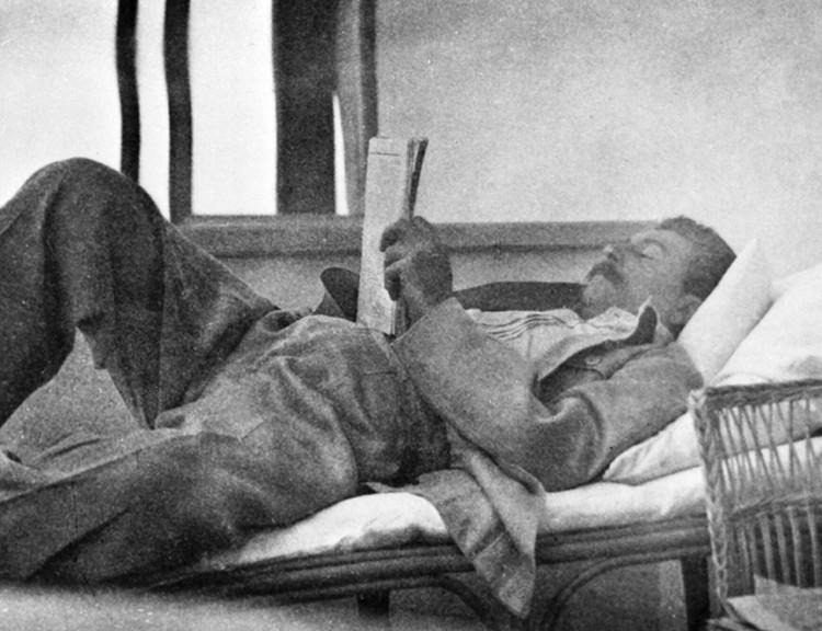 Сталин — крупная личность, с невероятной волей, он, чтобы стать образованным, каждый день читал книги