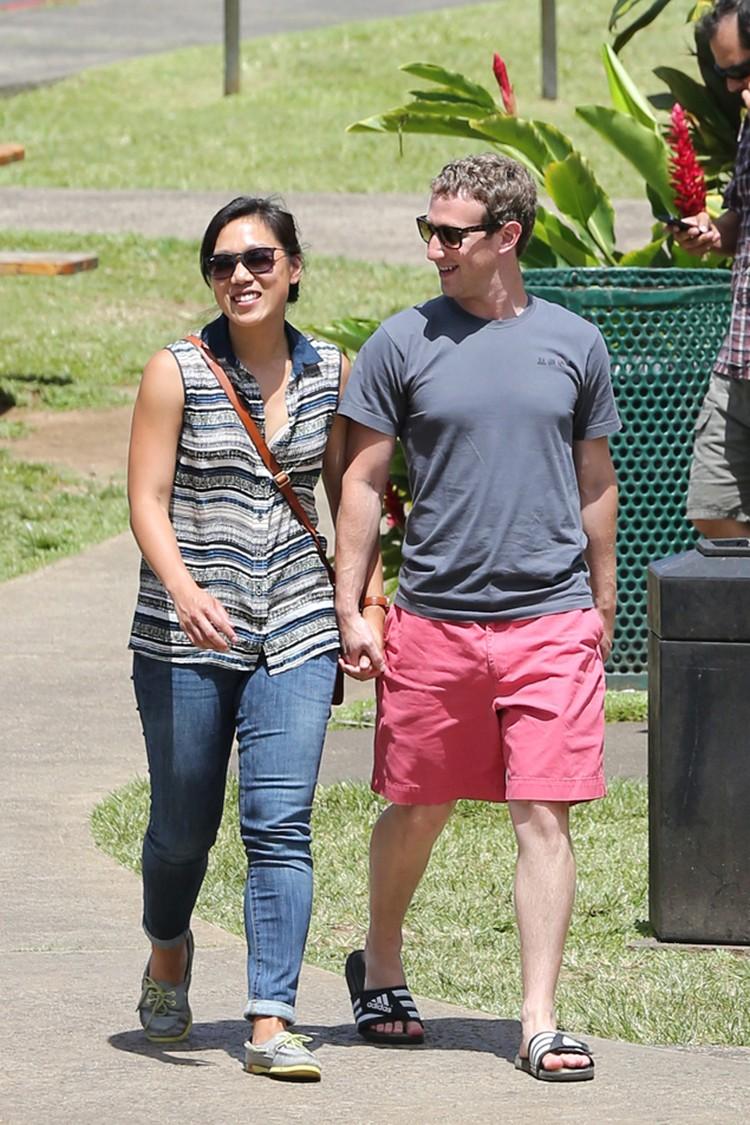 В жизни Цукерберг и его жена совершенно неприхотливы, так что оставшихся 450 миллионов им хватит с лихвой. Фото: EAST NEWS.