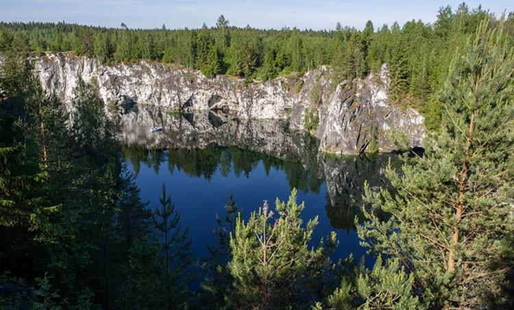 Россия славится красивейшими местами. Горный парк «Рускеала» - это комплексный памятник природы и горного дела в Карелии
