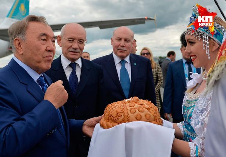 Во время саммитов Глава республики Рустэм Хамитов несколько дней встречал высоких гостей со всей планеты