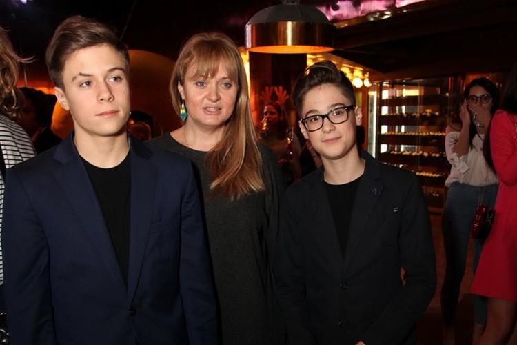 Анна Михалкова - с сыновьями,  Андреем и Сергеем.
