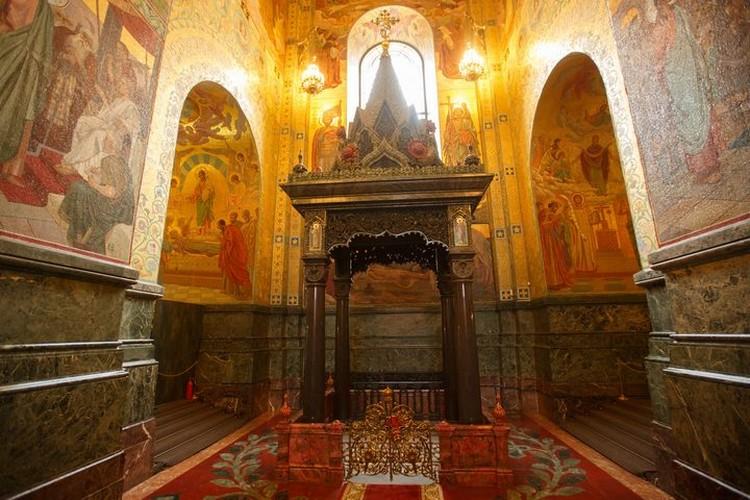 На месте убийства царя построили храм Спас на Крови