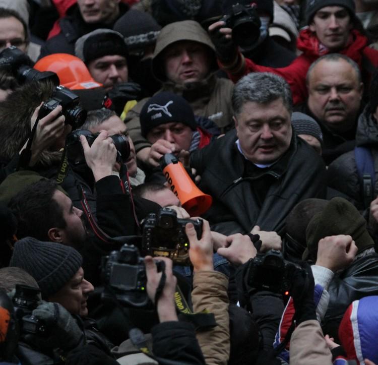 Крымчане так и не пустили Порошенко к парламенту.