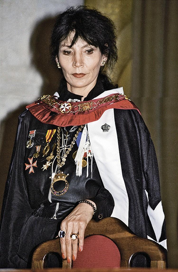 Джуна любила украшения и всякого рода награды - эти знаки отличия ей вручали ее же сподвижники. Фото: Владимир ЯЦИНА/TASS