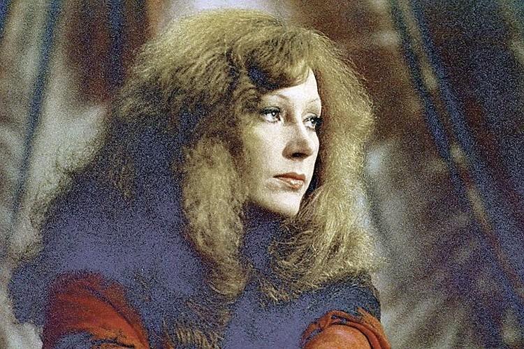 Еще в начале карьеры гадалка предсказала Пугачевой, что она станет знаменитой певицей.