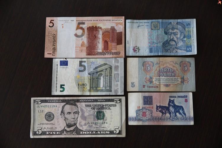 """""""Пятерочки"""" из разных стран. Слева направо сверху вниз: новый белорусский рубль, евро, доллар США, украинская гривна, советский рубль, первые белорусские рубли."""