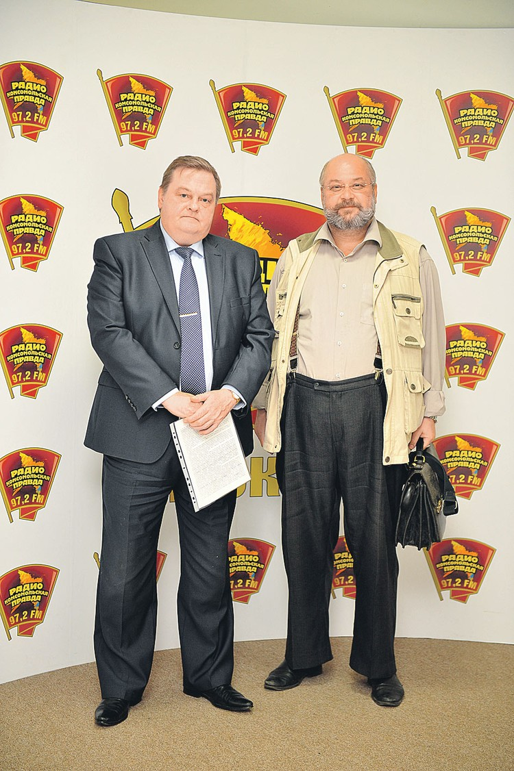 Евгений Спицын (слева) и Константин Залесский в редакции «КП».
