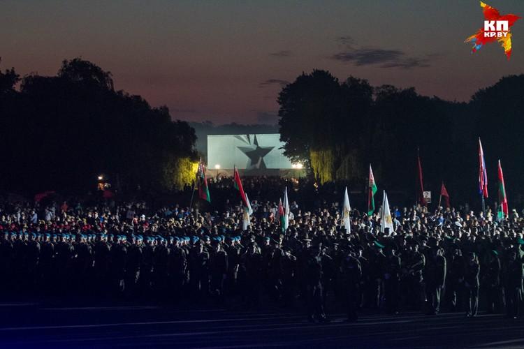 На площади Церемониалов собрались несколько тысяч человек.